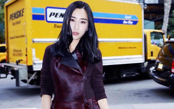 马苏亮相Akris 2017春夏秀