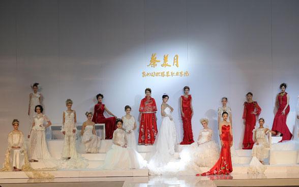 充满传奇色彩和伟大的传奇精神的婚纱礼服