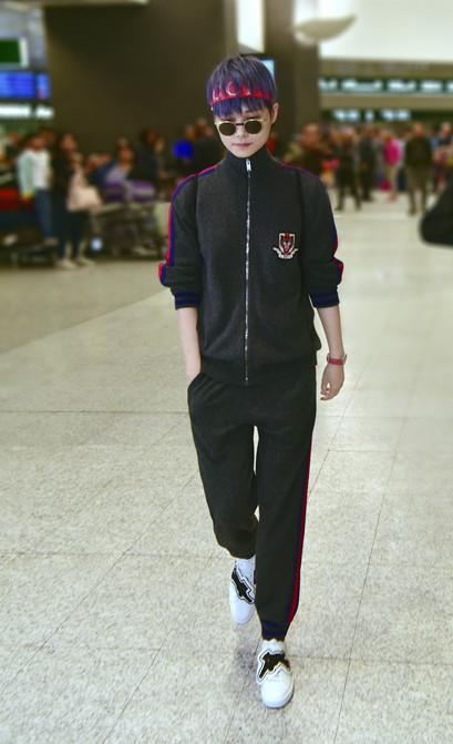 李宇春启程前往米兰时装周