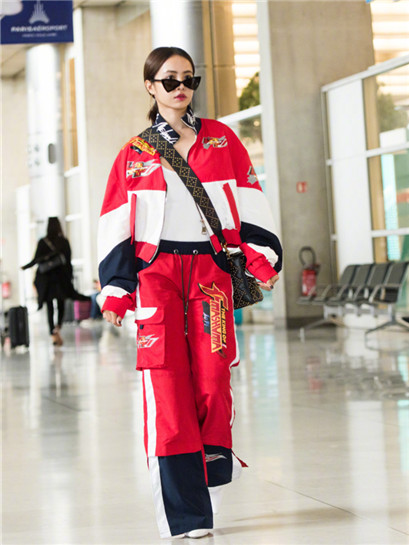 蔡依林启程前往巴黎时装周