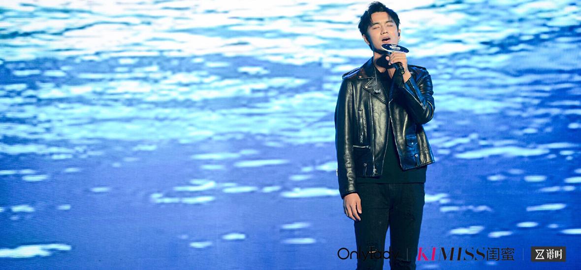 人气男歌手于湉现场献唱《因你而生》