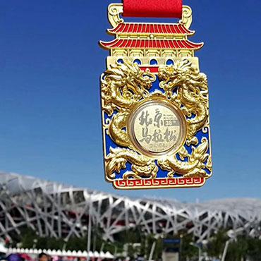 六福珠宝真金奖牌为北马选手荣耀加冕