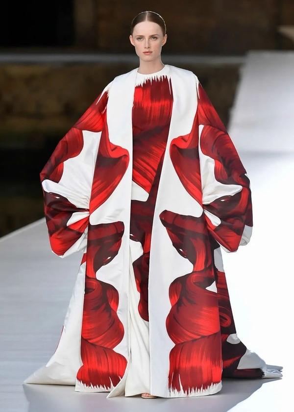 登陆威尼斯的Valentino上演了一场时装与艺术的对译
