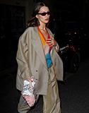 超模Bella Hadid私服多次搭配Elleme 2020春夏包款VAGUE 现身巴黎时装周