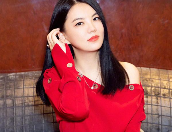 李湘直接把钻石涂脸上?